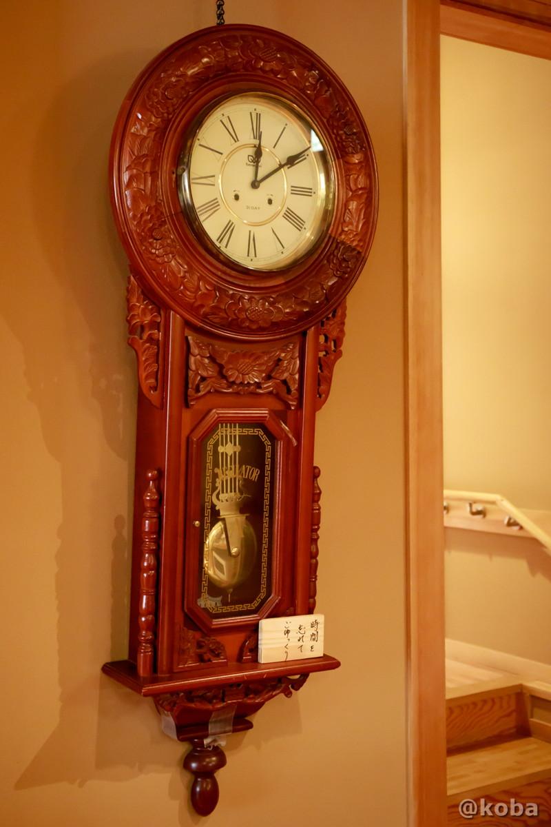 止まったままの壁掛け時計の写真|内山峠 初谷温泉(うちやまとうげ しょやおんせん)|長野県佐久市