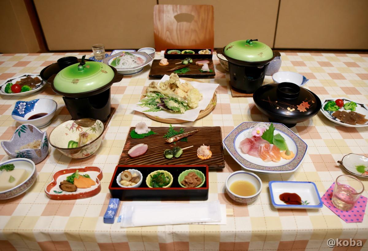 和食料理 夕食(天ぷらは、たけのこ 岩たばこの葉っぱ、ミズの葉っぱ、まいたけ なす、お魚のすり身を使った五目真丈。お刺身は、 赤城のマス、鯉のアライ)の写真|滝沢温泉 滝沢館