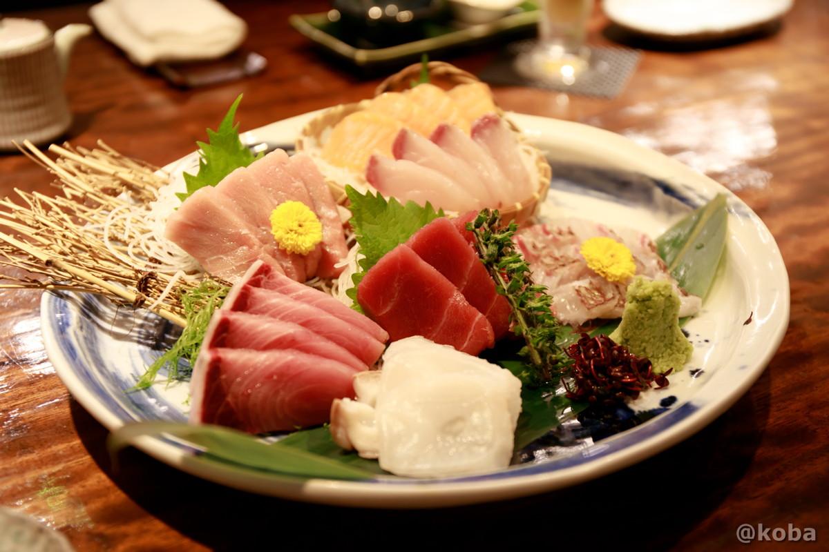お刺身盛り合わせ (本マグロのトロと赤身,ブリ,タコ,鯛,カンパチ,サーモン)の写真|福島(ふくしま)和食 海鮮料理|東京都葛飾区・新小岩|こばフォトブログ