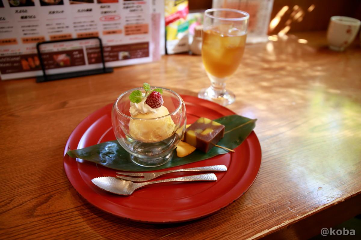 デザート2種セット(手作り クリ蒸し羊羹 カボチャのアイスクリーム)とウーロン茶の写真|天ぷら割烹 うさぎ(テンプラカッポウ ウサギ)和食ランチ 食事処|東京都葛飾区・京成青砥駅