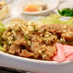 奥戸「豚の生姜焼き・油淋鶏 揚げ鶏のネギだれ掛け」そらのすぷーん 定食ランチ