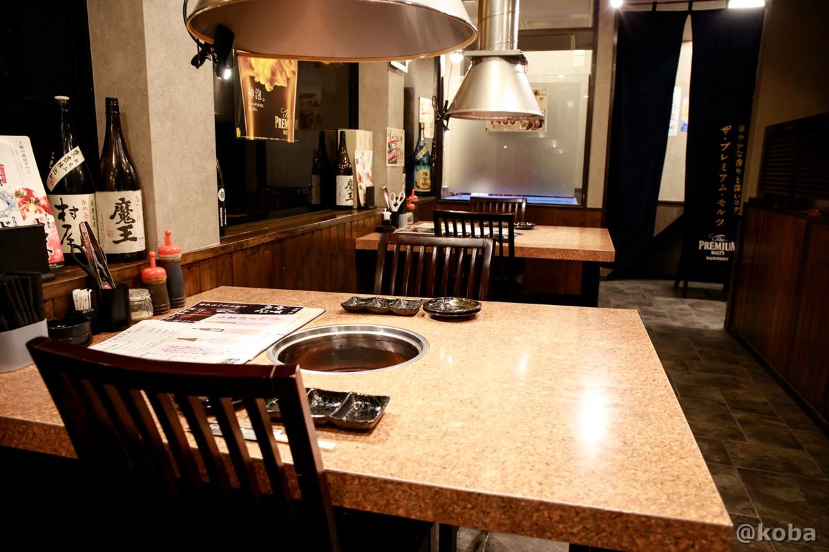 内観 一階テーブル席の写真│炭火焼肉 矢つぐ(すみびやきにく やつぐ)│東京都江戸川区・新小岩|こばフォトブログ