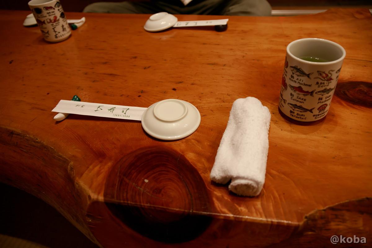 内観 座敷席 湯呑とおしぼりの写真|玉寿司(たまずし)鮨ランチ|東京都葛飾区・新小岩|こばブログ