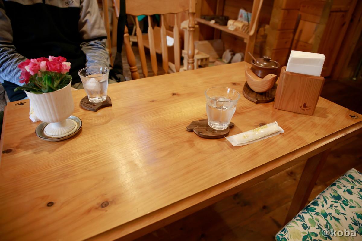 テーブル席の写真│もりのうた 木工房・茶房│カフェ・喫茶│東京都西多摩郡檜原村│こばフォトブログ koba photo blog