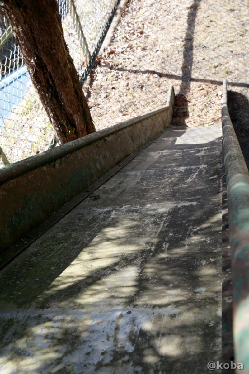 滑り台の上から観た写真│数馬分校記念館(かずまぶんこうきねんかん)廃校│東京都西多摩郡檜原村│こばフォトブログ koba photo blog