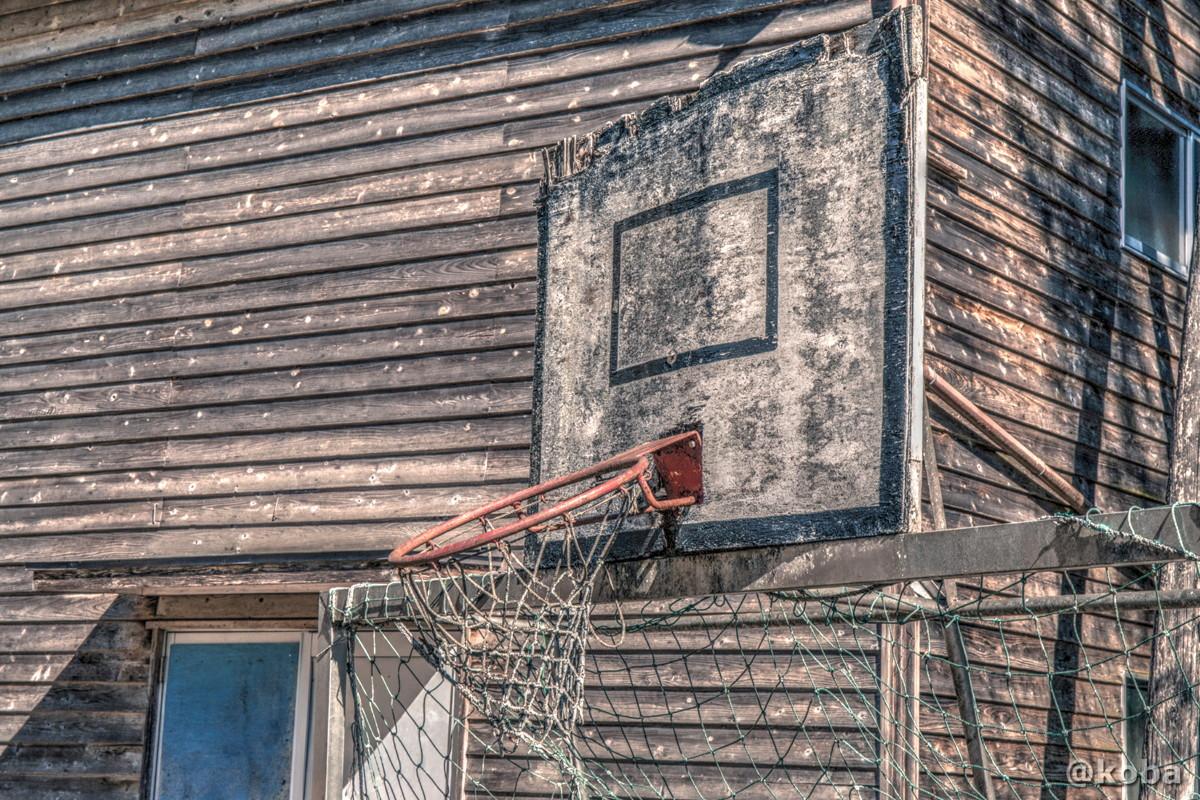 バスケットゴールのHDR画像│数馬分校記念館(かずまぶんこうきねんかん)廃校│東京都西多摩郡檜原村│こばフォトブログ koba photo blog