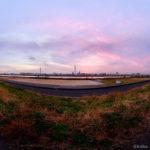 [360]少しピンクに焼けた空と東京スカイツリー「東四つ木避難橋」12月