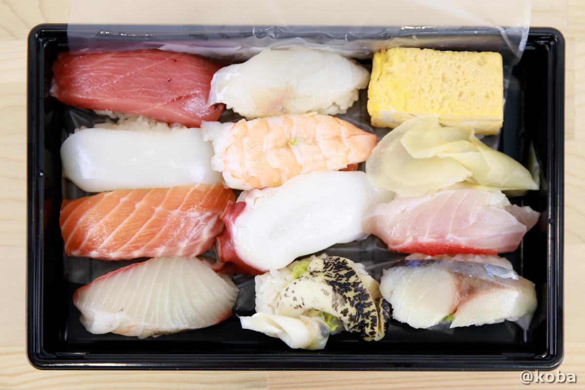 上から見た、にぎり10貫の写真|玉寿司(たまずし)テイクアウト ランチ|東京都葛飾区・新小岩|こばフォトブログ