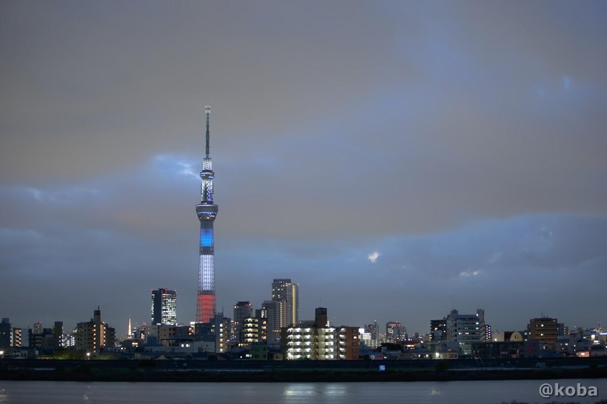 フランス国旗 トリコロールの写真 東京スカイツリー ライティングイメージ:トリコロール 青 白 赤 3色 葛飾区・四ツ木 こばフォトブログ
