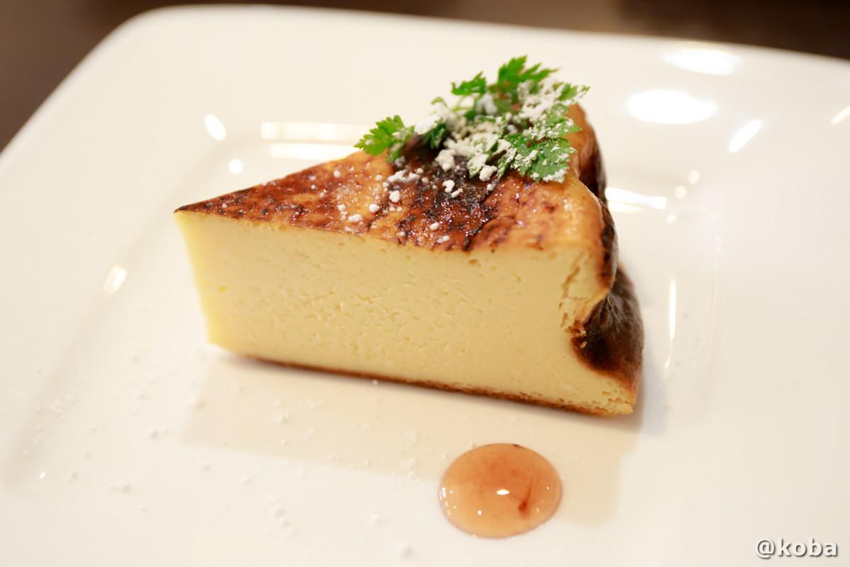 バスク風チーズケーキの写真|ダイニングカフェ&バーシバサキ(だいにんぐかふぇ&ばー しばさき)洋食|東京都葛飾区・新小岩駅|こばフォトブログ