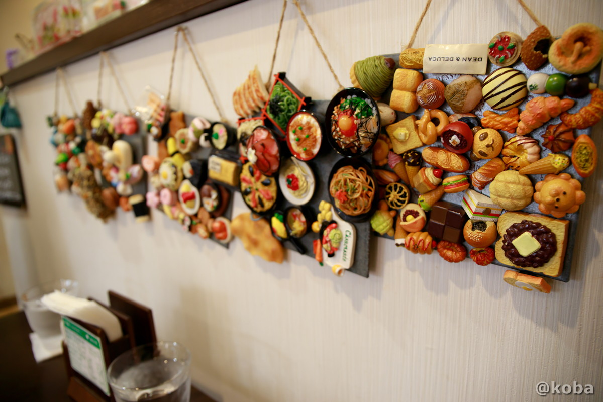 内観 飾りの写真|ダイニングカフェ&バーシバサキ(だいにんぐかふぇ&ばー しばさき)洋食|東京都葛飾区・新小岩駅|こばフォトブログ